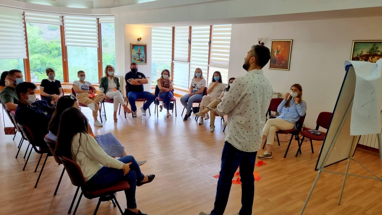 """Read more about the article Прва обука за членките на Платформата """" Младите против насилство """""""